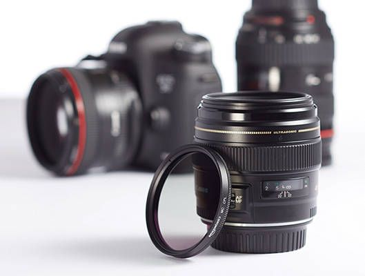 20 Essential Accessories for Any Photography Beginner, Amateur, or Professional polarizing filter