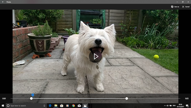 Using handles to trim video in the Windows Photos app