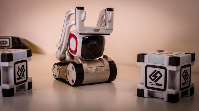 This Toy Robot Has a Life of its Own: Anki Cozmo Review Cozmo 13