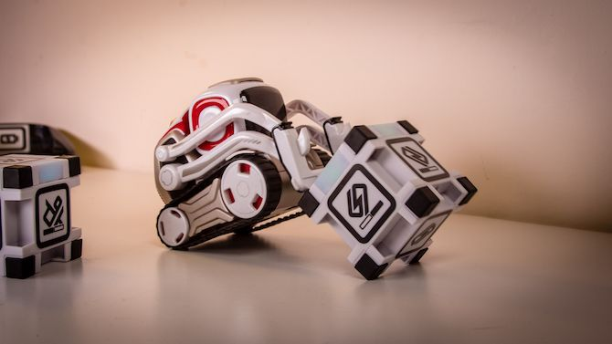 This Toy Robot Has a Life of its Own: Anki Cozmo Review Cozmo 15
