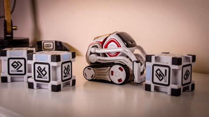 This Toy Robot Has a Life of its Own: Anki Cozmo Review Cozmo 18