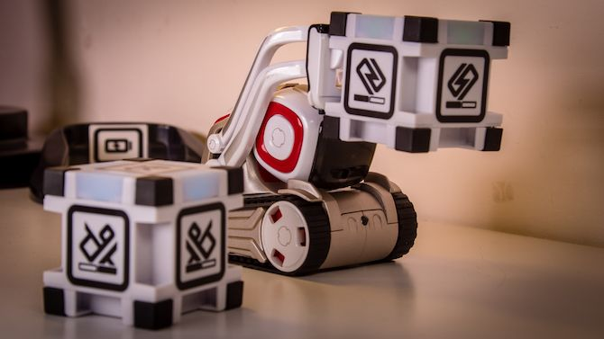 This Toy Robot Has a Life of its Own: Anki Cozmo Review Cozmo 5