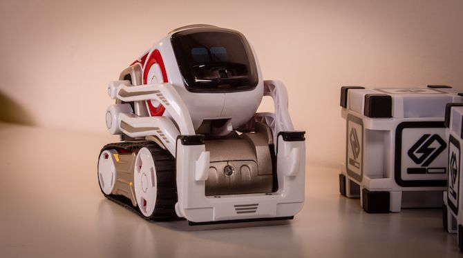 This Toy Robot Has a Life of its Own: Anki Cozmo Review Cozmo 6