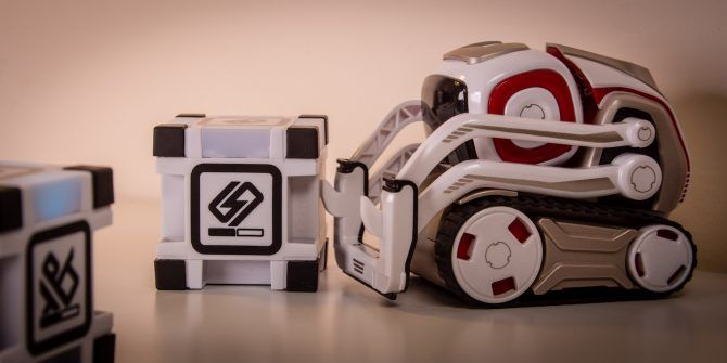 This Toy Robot Has a Life of its Own: Anki Cozmo Review