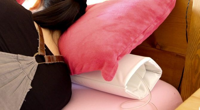 Smart Nora Review: The Most Effective Non-Invasive Anti-Snoring Device Yet smart nora under pillow hui sleeping 670x369