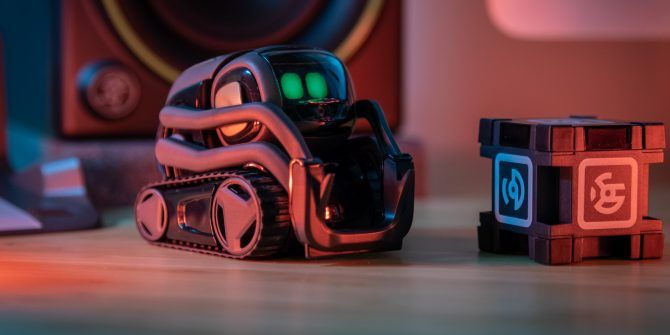 Anki Vector Is the Cutest Little Robot Who Just Wants to Hang Out