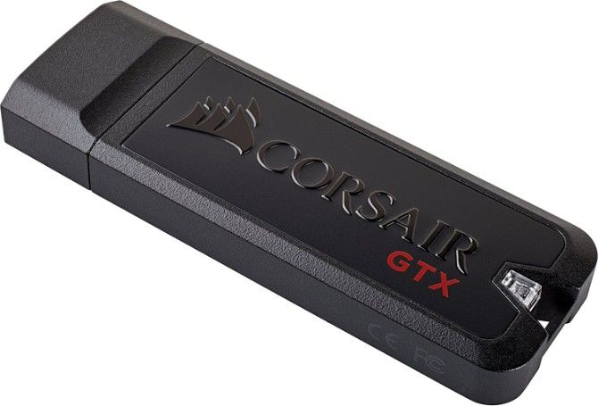 The best and fastest flash drive to run Linux is the 128GB Corsair Flash Voyager GTX