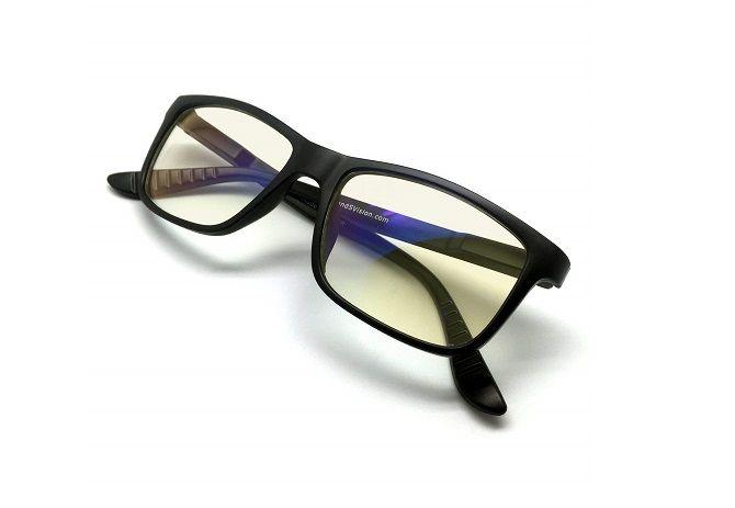 عینک برای کاهش آسیب چشمی زمان بازی