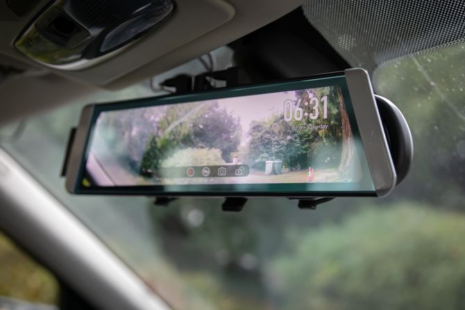 Auto-Vox X1 Dual Dash Camera Won't Miss a Thing (Review and