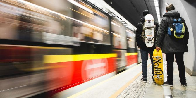 7 Public Transit Tracker Apps to Help You Arrive on Time