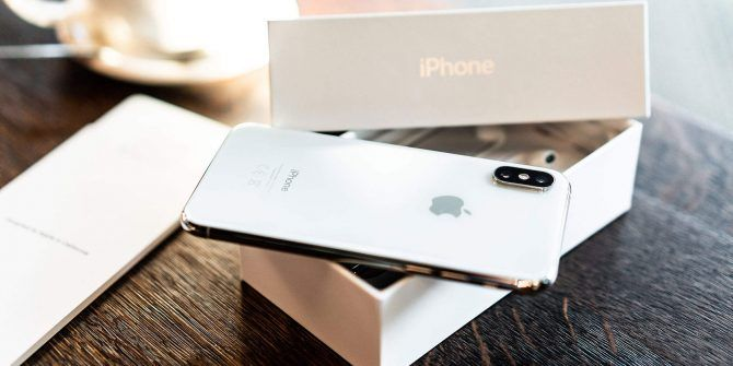 Should You Buy Your iPhone From Apple or Your Carrier?