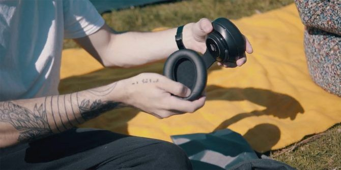Buoq's New Axis Headphones Can Turn Into Portable Speakers