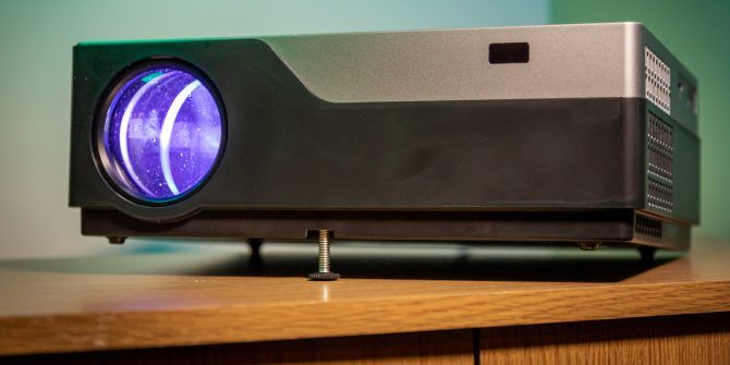 Vankyo V600: Budget Priced Projector That's Brilliant and Bright
