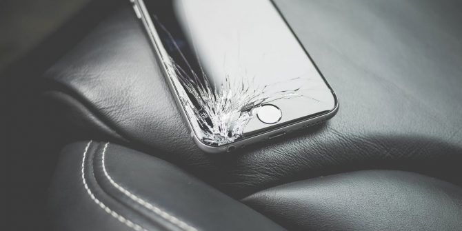 How to Use a Phone With a Cracked Display and Recover Your Data