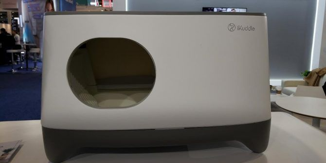 The iKuddle Smart Litter Box Neatly Packs Your Cat's Waste