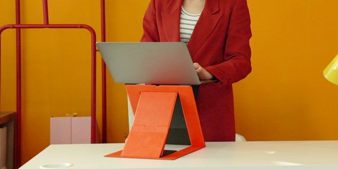 The MOFT Z Foldable Standing Desk Launches on Kickstarter