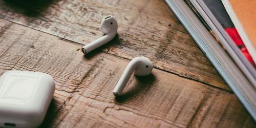 Yes Airpods Work With Android But Here S The Catch Makeuseof