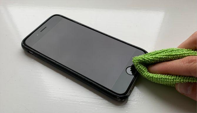 Кнопка очистки iPhone Home тканью из микрофибры