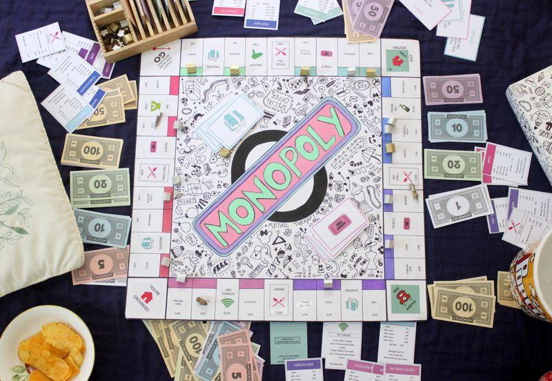 Создайте настольную игру «Сделай сам» в монополии дома с этим руководством от The Craftables