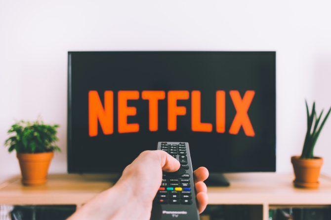Логотип Netflix на ТВ