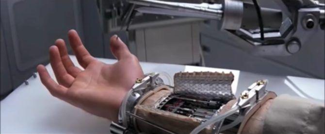 Luke prosthetic hand in Star Wars